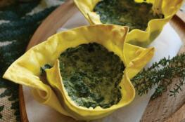 Cestini di lasagne vegetariane con ricotta e spinaci